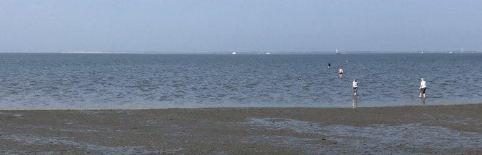 Küste vor Neuharlingersiel nach Ebbe mit auflaufendem Wasser